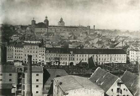 Fragment panoramy miasta z ok. 1870 roku  Widok z Łasztowni w kierunku zamku, fot. ok. 1870 MNS/A.Foto/15460