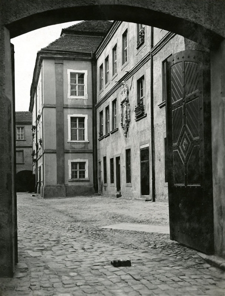 Zamek – wejście na mały dziedziniec od ul. Korsarzy  fot. sygn. Heinrich Schulz, 1928/29 MNS/A.Foto/15562