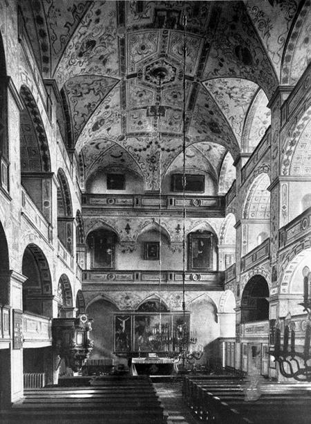 Kościół zamkowy – wnętrze  Widok w kierunku wschodnim, przed konserwacją w 1909 roku MNS/A.Foto/13535