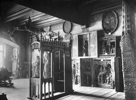 Zamek – wnętrze refektarza wypełnionego zbiorami sztuki  fot. koniec XIX wieku  MNS/A.Foto/15943/1