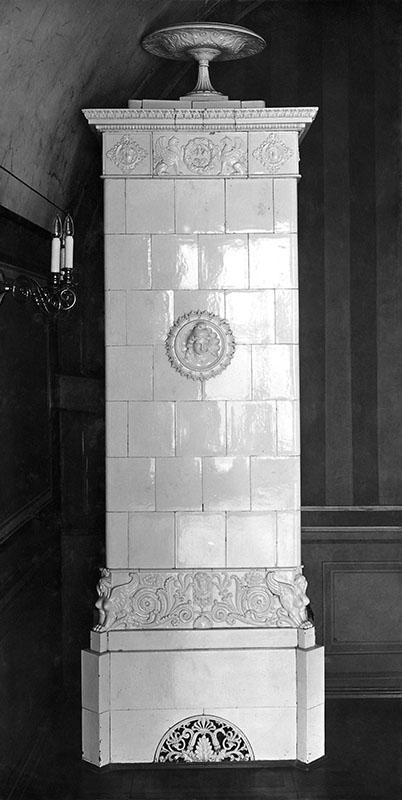 Zamek – wnętrze  Piec kaflowy z medalionem, fot. 1931  MNS/A.Foto/15948