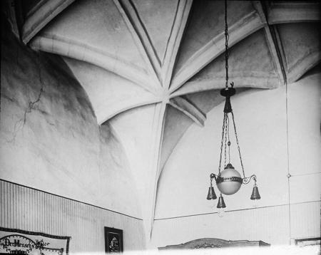 Zamek – sklepienie w pomieszczeniu wieży więziennej  fot. 1926 MNS/A.Foto/15987