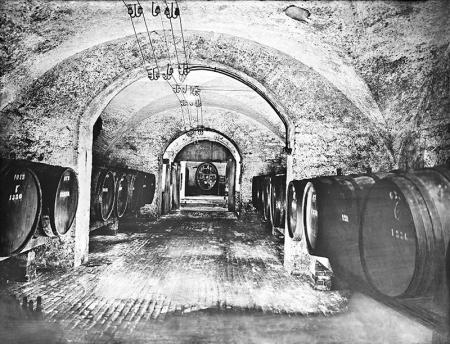 Zamek – piwnica z winem w skrzydle środkowym  fot. 1928  MNS/A.Foto/15988